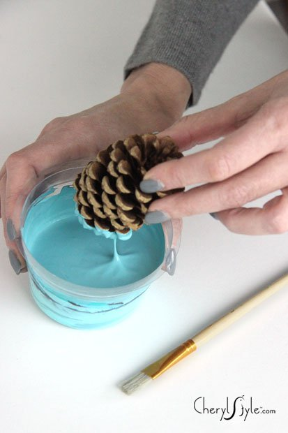 Diy paint dipped pinecone centerpiece for How to paint pine cones for christmas