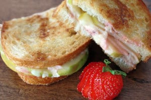 gruyere green apple grilled cheese sandwich with strawberry vinaigrette | everydaydishes.com