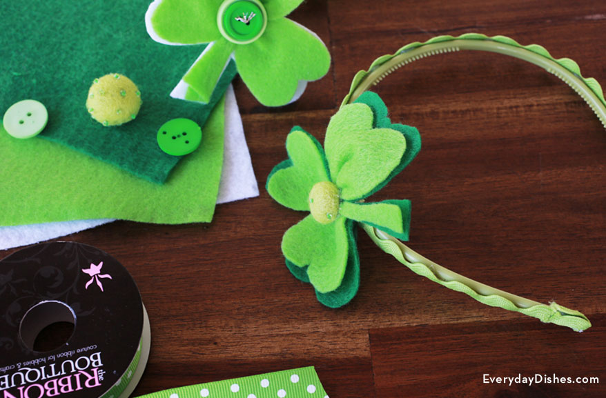 Felt shamrock headband craft