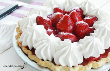 Grab a slice of American pie with this fresh strawberry pie recipe!