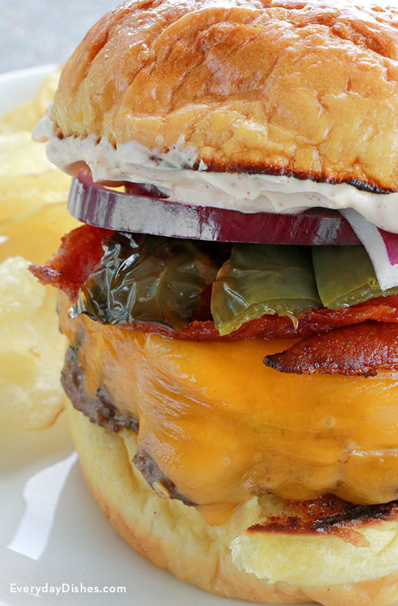 Spicy bacon jalapeño burger recipe