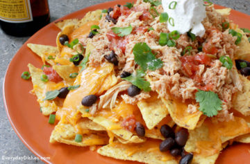 Whip up delicious, easy chicken nachos with this slow cooker recipe!