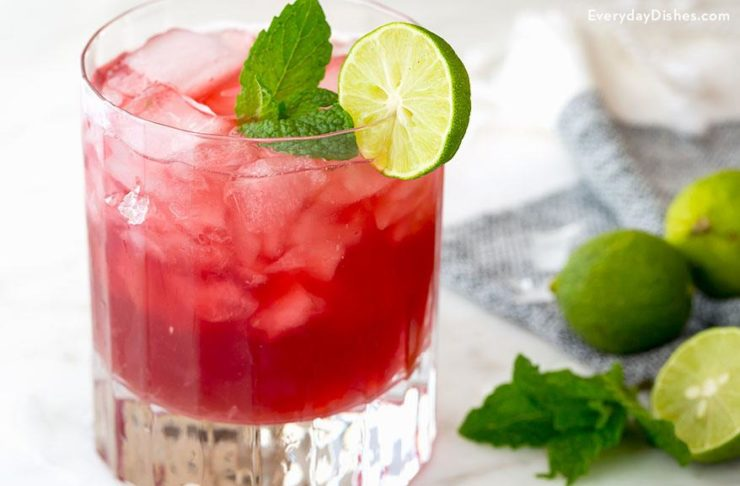 Cranberry mojito with key lime