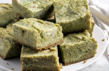 Matcha green tea cheesecake blondies recipe