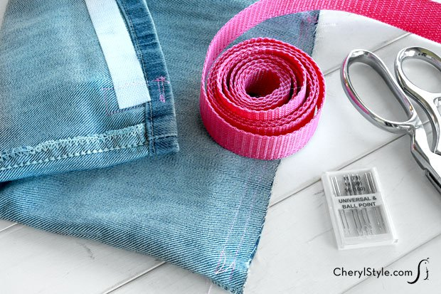 Turn your old blue jeans into a stylish and inexpensive DIY lunch bag!