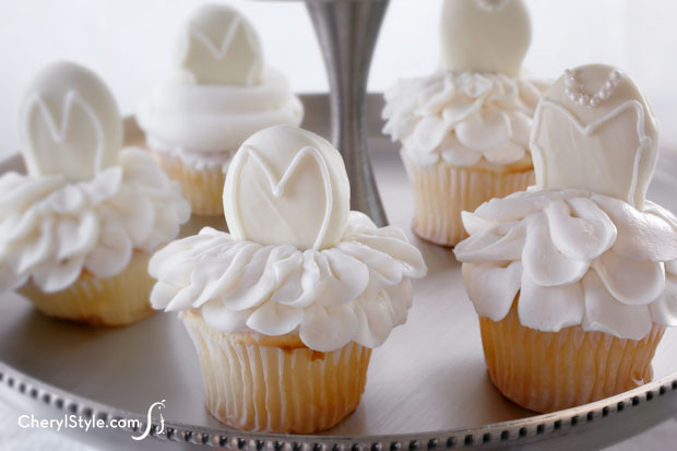 Make gorgeous bridal shower cupcakes using Nutter Butter cookies!