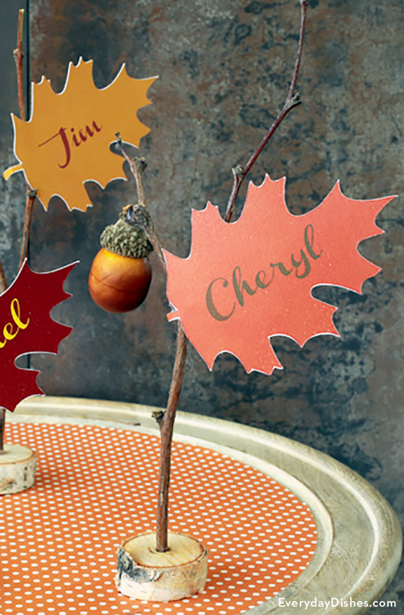 Printable Thanksgiving leaf place cards craft