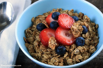 Homemade Granola with Quinoa and Chia Seeds