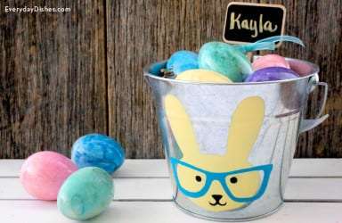 Stenciled Easter bucket